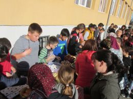 Благотворителен коледен базар проведен на 17.12.2019 година/Вторник/ - ОУ Реджеб Кюпчю - Точийско